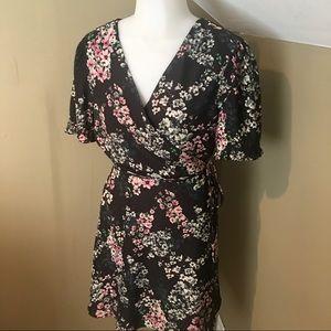 Cupcakes & Cashmere Black Floral Wrap Dress SZ L